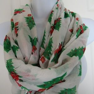 Accessories - NWT Christmas Tree Green/White Infinity Scarf